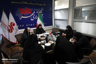 انقلاب حضور زنان در جامعه را پر رنگ و قانونی کرد/ هدف انقلاب تثبیت خانواده در کنار تعالی زنان است